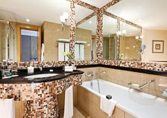 Fairmont Dubai - Dubai - Bathroom