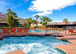 Caliente Tropics Hotel - Palm Springs - Pileta