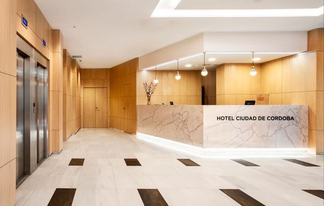 科爾多瓦市艾瑟酒店 - 科多瓦 - 科爾多瓦 - 大廳