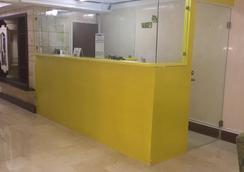 Hostal La Dolce Vita - Panama City - Front desk