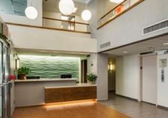 Seafarers International House - New York - Front desk