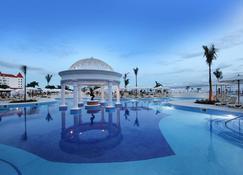 Bahia Principe Grand Coba - Akumal - Pool