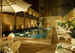 Hotel Golden Dragon - Macau - Pool