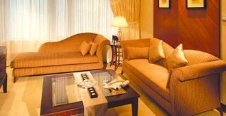 Hotel Golden Dragon - Macau - Living room