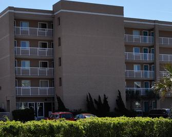 Golden Sands Motel - Carolina Beach - Building