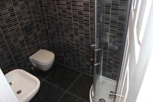 Namaste Palace Hotel - Norwich - Bathroom