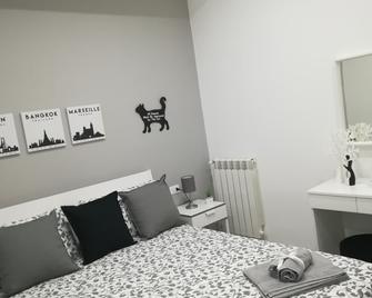 Casa Vacanze HOME - Caltanissetta - Camera da letto