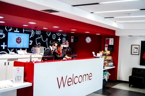 Haymarket Hub Hotel - Edinburgh - Front desk