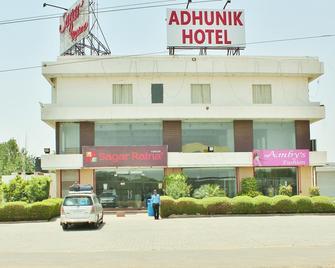 Adhunik Hotel Neemrana - Neemrana - Building