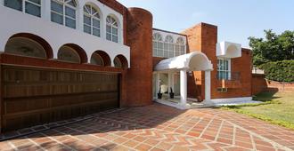 Hostal San Rafael - Cali - Building