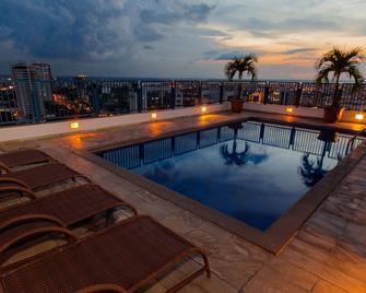 Hotel Adrianópolis All Suites - Manaus - Bể bơi