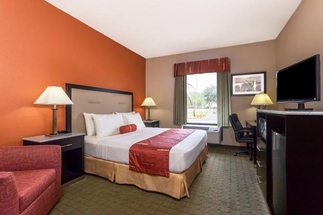 Days Inn & Suites by Wyndham Lakeland - Lakeland - Κρεβατοκάμαρα