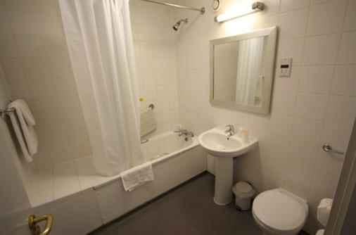247Hotel.com - Oldham - Bathroom