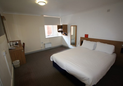 247Hotel.com - Oldham - Bedroom