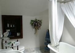 Beall Mansion An Elegant Bed & Breakfast Inn - Alton - Baño