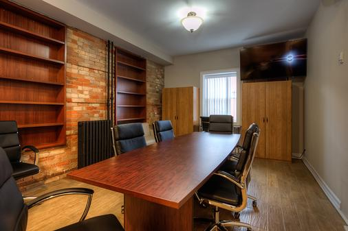 Western Hotel & Executive Suites - Guelph - Ruokailuhuone