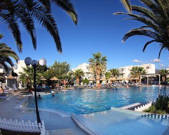Europa Beach Hotel - Analipsi - Bazén