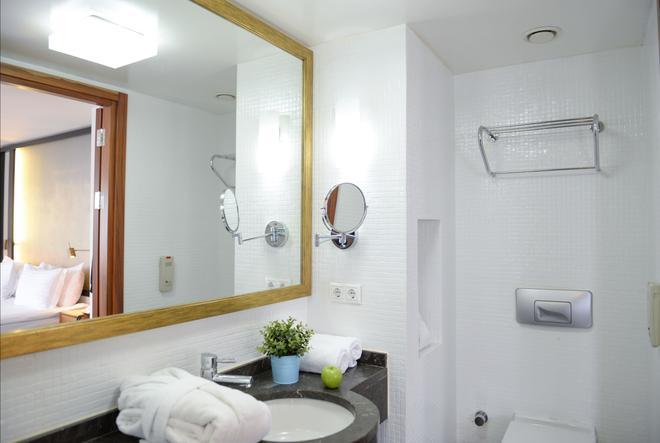 Occidental Pera Istanbul - Istanbul - Bathroom