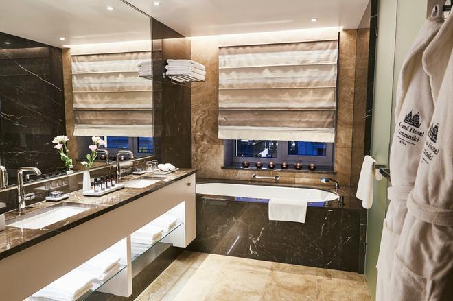 Grand Hotel Kempinski Riga - Riga - Bathroom