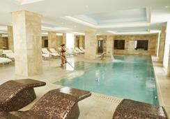 里加凱賓斯基大飯店 - 里加 - 游泳池