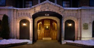 Majestic Hotel - Chicago - Hotel entrance