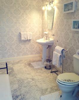 Rossmanagher House - Bunratty - Bathroom