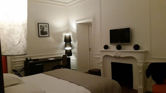 Chateau de Lacan - Brive-la-Gaillarde - Bedroom