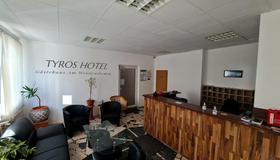 Tyros Hotel und Gästehaus am Weidendamm - האנובר - דלפק קבלה