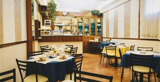 هوتل كورالو - لا سبيزيا - مطعم