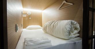 Buran Capsule Hotel - Hostel - Moscow