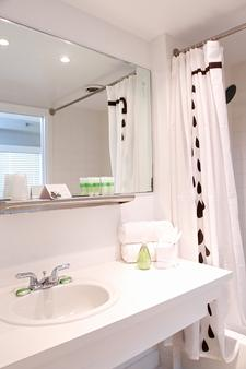 Crest Hotel Suites - Miami Beach - Bathroom