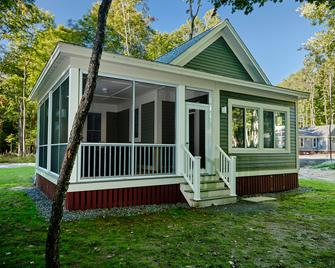Sandbanks Summer Village Cottages - Picton - Building