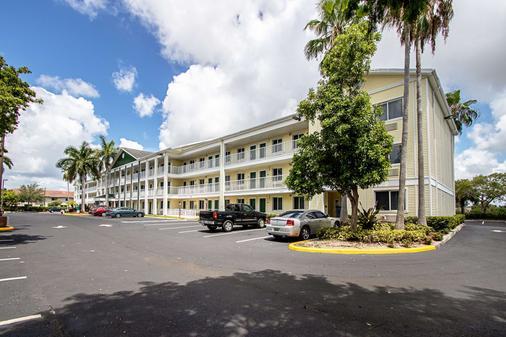 HomeTowne Studios Fort Lauderdale - Fort Lauderdale - Building