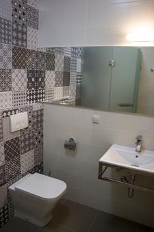 Wine Hotel - Chisinau - Bathroom