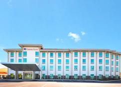Comfort Suites - Exton - Building