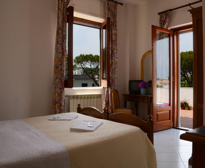 Hotel Europa - Ischia - Bedroom