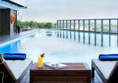 Jhl Solitaire Gading Serpong A D Varee Collection - Tangerang City - Pool