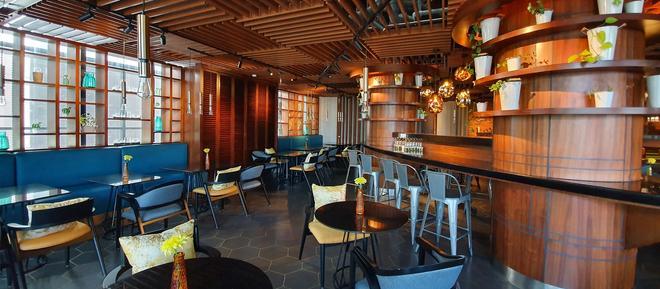 Jhl Solitaire Gading Serpong A D Varee Collection - Tangerang City - Bar