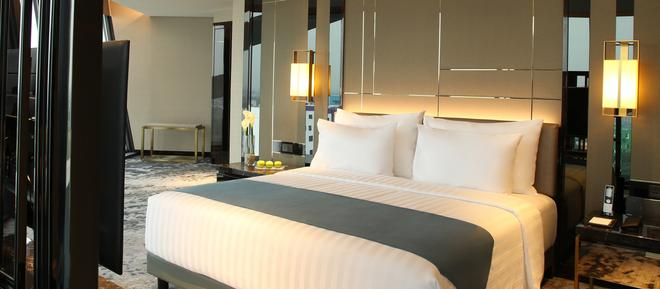 Jhl Solitaire Gading Serpong A D Varee Collection - Tangerang City - Bedroom
