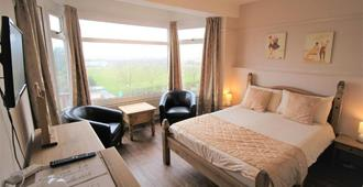 The Grand Hotel by Paymán Club - Skegness - Bedroom