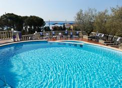 Hotel Tomi - بورتوروز - حوض السباحة