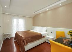 Hotel Tomi - Portorose - Camera da letto