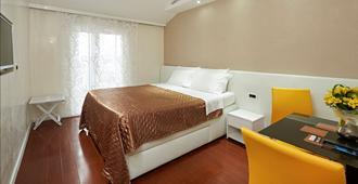 Hotel Tomi - פורטורוז
