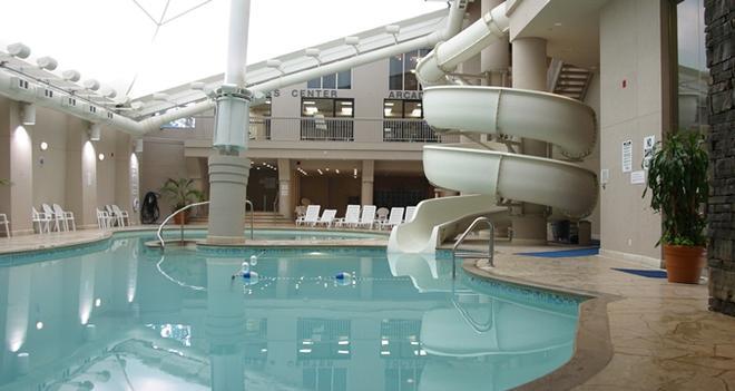 Hilton Niagara Falls/Fallsview Hotel & Suites - Niagara Falls - Uima-allas