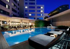 Hotel SB Icaria Barcelona - Barcelona - Pileta