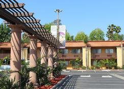 Stanford Inn & Suites Anaheim - Anaheim - Edificio