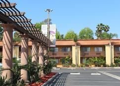Stanford Inn & Suites Anaheim - Anaheim - Bâtiment