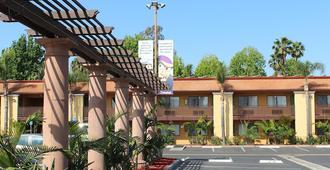 Stanford Inn & Suites Anaheim - Anaheim - Gebouw