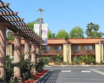Stanford Inn & Suites Anaheim - Anaheim