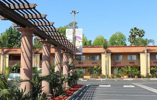 Stanford Inn & Suites Anaheim - Anaheim - Toà nhà
